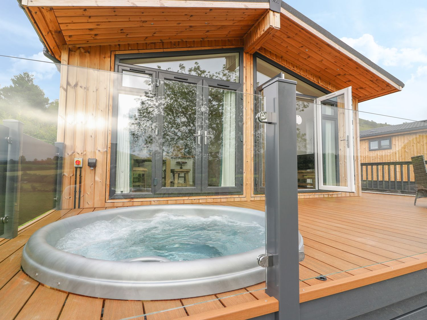 Wales: Luxury Lodge with Hot Tub