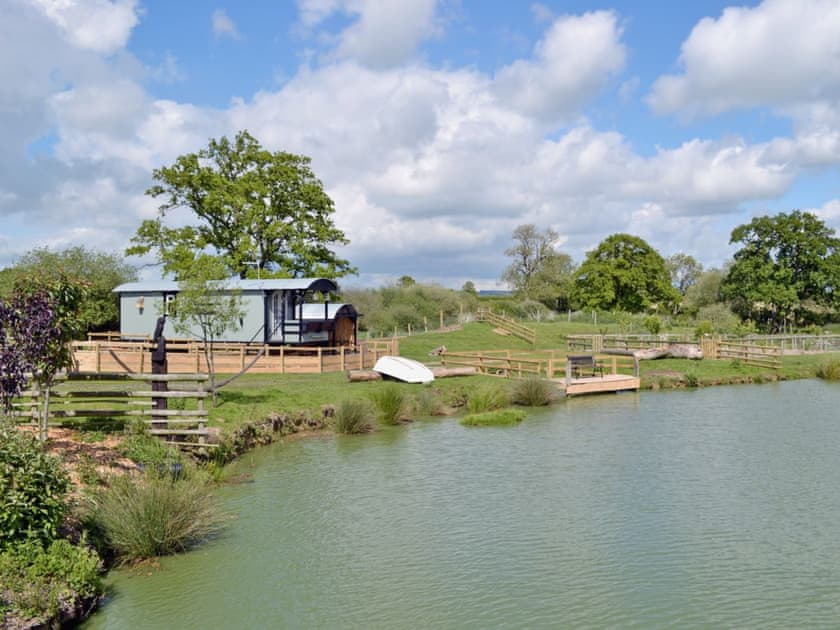 Dorset: Lakeside Hut Retreat