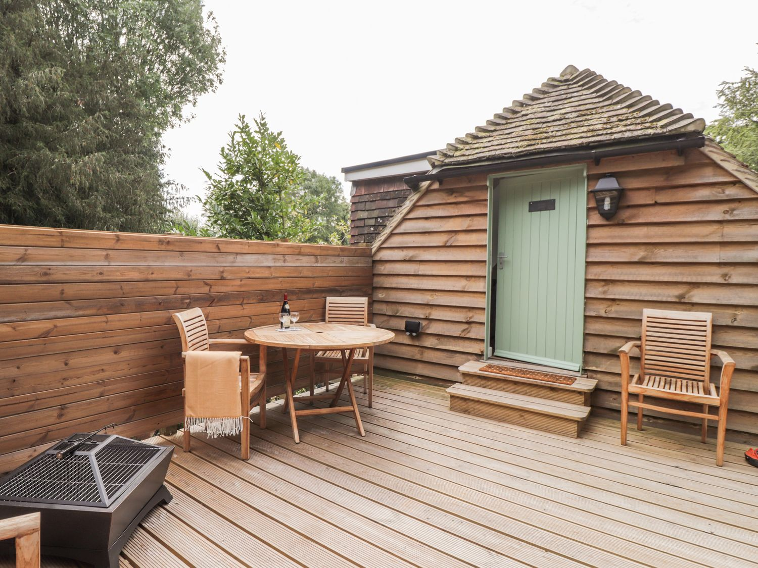 Kent: Quirky loft stay with hot tub