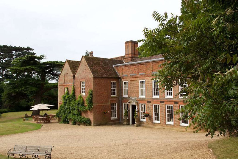 Bedfordshire: Country Hotel