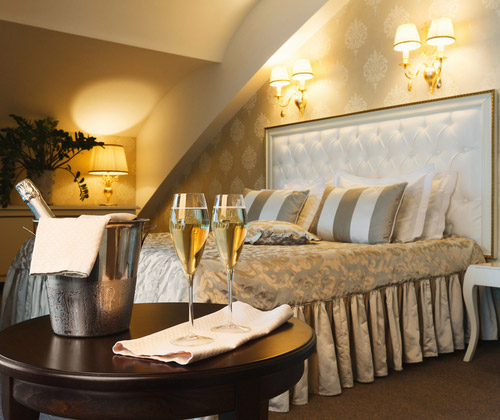 Luxury Stay Dinner & Fizz for 2 winning bidder