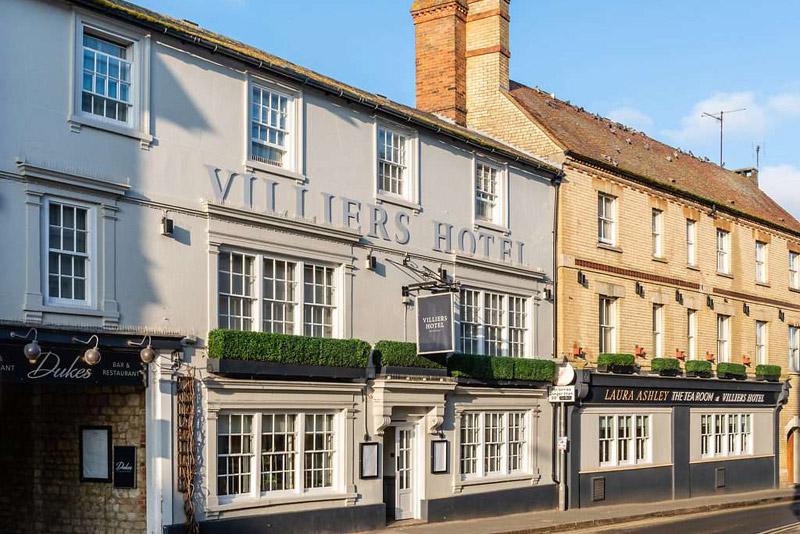 Hertfordshire: Impressive Townhouse